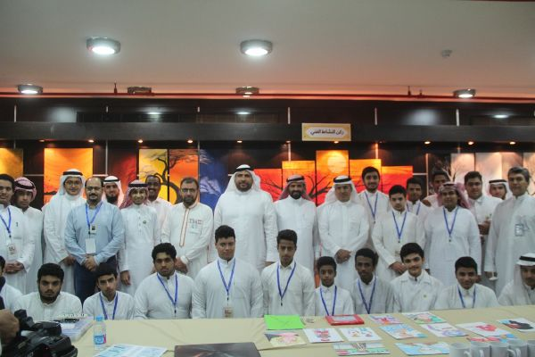 افتتاح معرض الأنشطة الطلابية بالقسم الثانوي