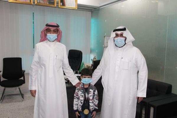 تكريم الطالب سعود عطية