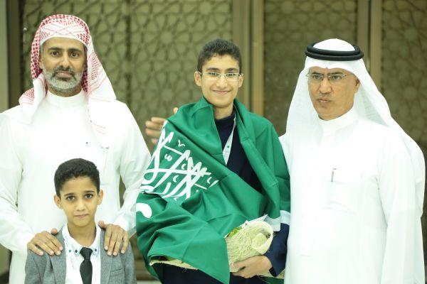 تكريم الطالب  عصام المحمدي في مسابقة تحدي القراءة بدبي