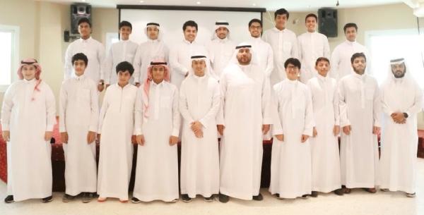 تكريم الطلاب المتفوقين بالثانوي