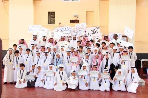 تكريم الطلاب الملتحقين بحلقات تحفيظ القرآن الكريم