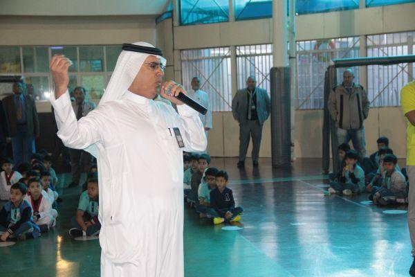 تكريم المعلمين المنتظمين في الحضور و عدم الغياب في الصفوف المبكرة
