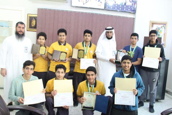 تكريم طلاب النادي العلمي بالقسم المتوسط