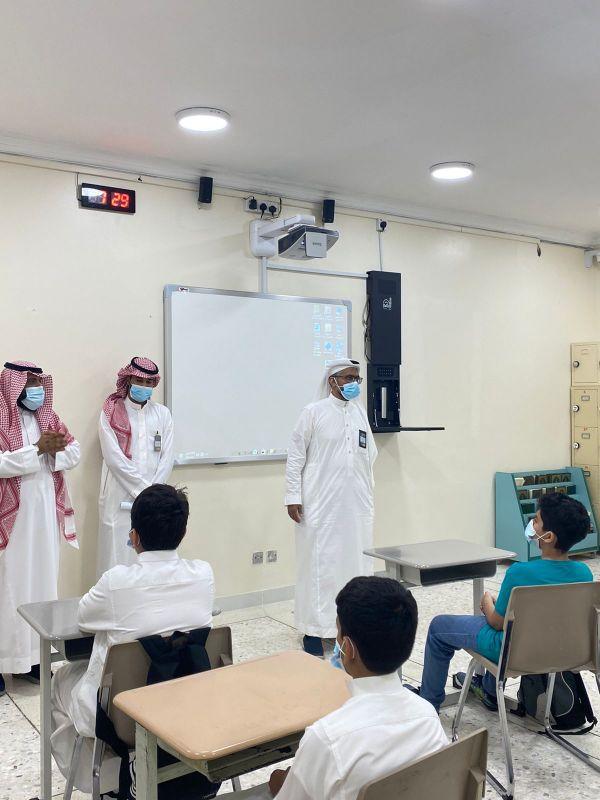 زيارة المشرف والمنسق للمدارس الأستاذ علي حسين صنبع