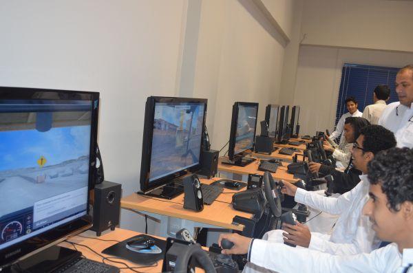 طلاب النادي العلمي بالثانوي في زيارة للمعهد الوطني للتقنية