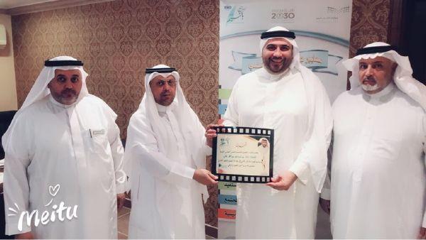 مدير مكتب التعليم بالنسيم د. سعود السلمي يكرم الأستاذ / خالد النقلي